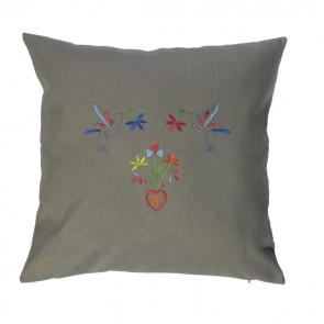 Almofada bordada com bordados tradicionais Portugueses